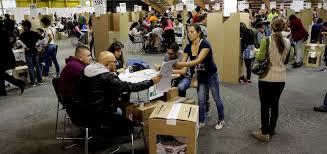 Colombianos acuden masivamente a votar en segunda vuelta