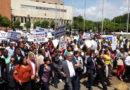 Tropas policiales y militares dispersan protesta frente al Congreso Nacional con bombas lacrimógenas