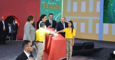 Presidente Danilo Medina deja iniciado año escolar 2019-2020