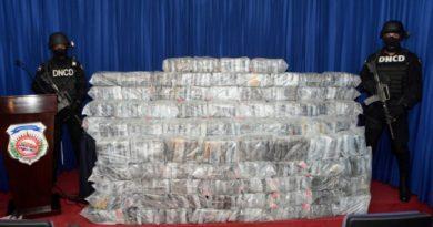 DNCD decomisa 599 kilos de cocaína en alta mar