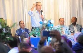 Abinader promete reducir costo de obras a la mitad si llega al gobierno