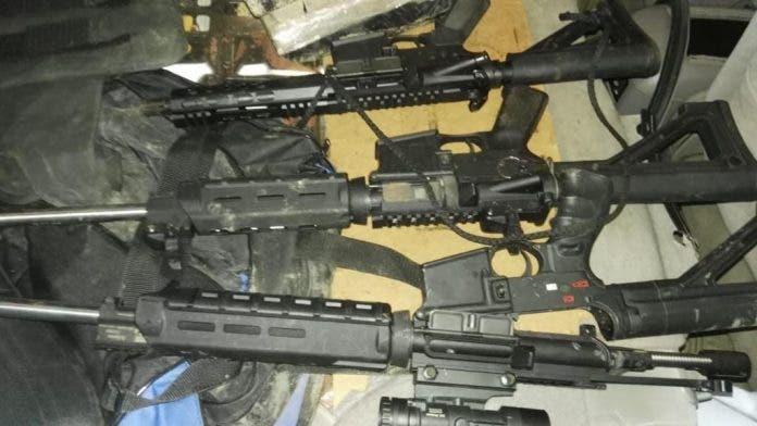 Ocupan en yipeta que perseguían tres fusiles, drogas, y chalecos antibalas