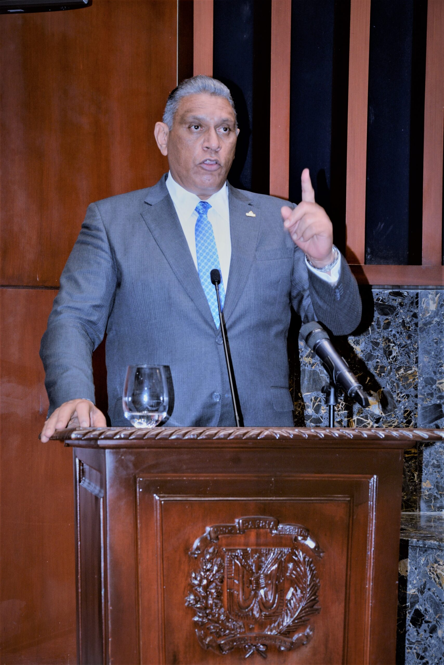 Chu Vazquez revela «mafia» millonaria operaba en departamento de armas