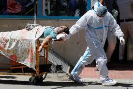 Segunda ola de coronavirus sigue atacando a la India con muertes y caos